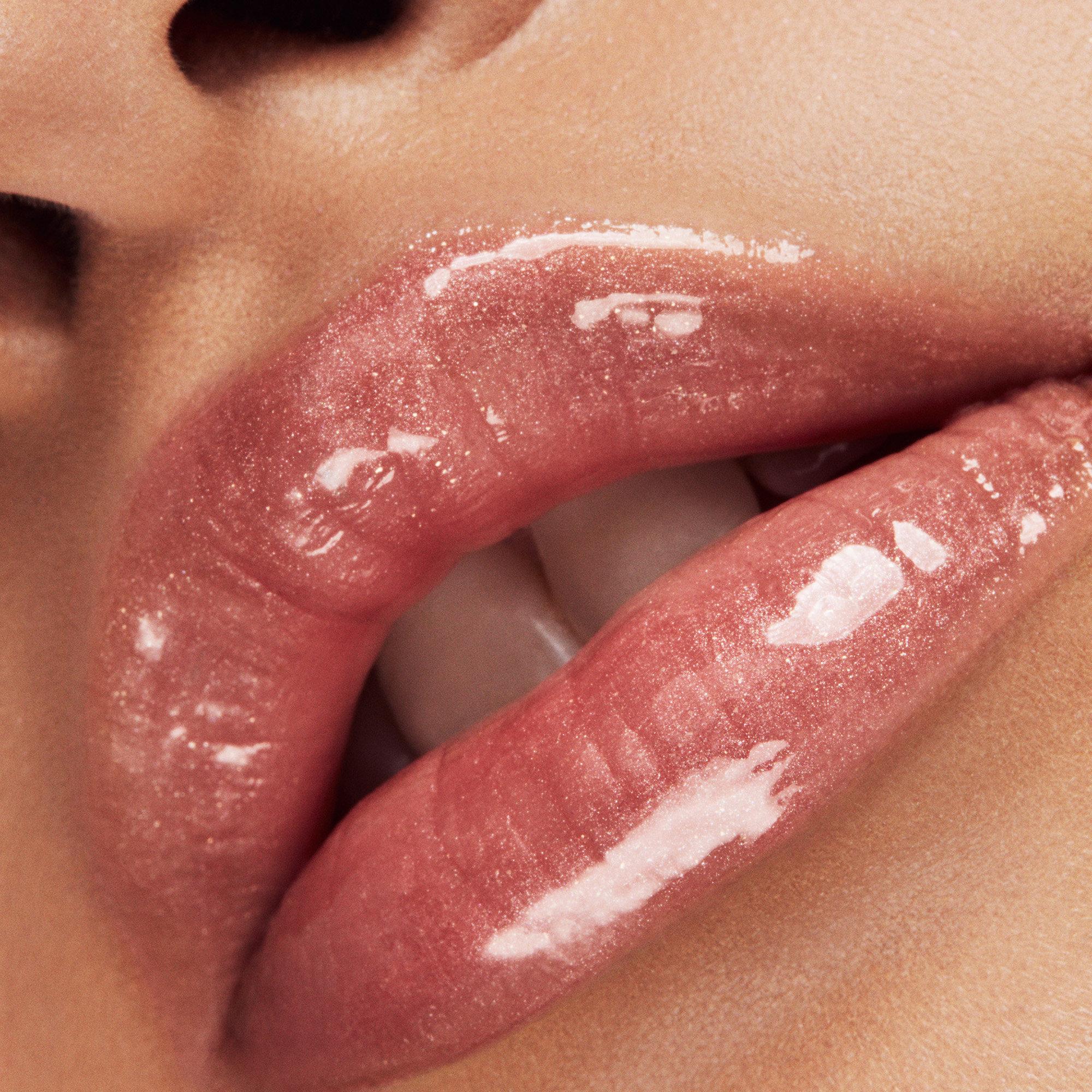 википедии есть красивые женские губы фото блестяшки такой